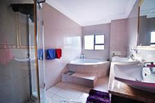 Main Bathroom - 9 square meters of property in Willow Acres Estate