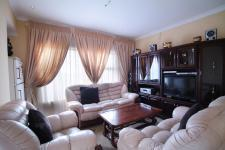 Lounges - 43 square meters of property in Willow Acres Estate