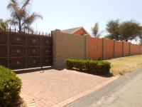 4 Bedroom 3 Bathroom in Brackenhurst