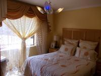 Main Bedroom - 13 square meters of property in Lotus Gardens