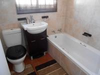 Bathroom 1 - 3 square meters of property in Crystal Park