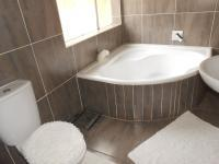 Bathroom 1 - 6 square meters of property in Gresswold