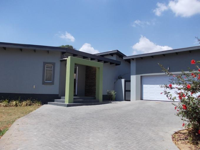 4 Bedroom House for Sale For Sale in Waterkloof Ridge - Home Sell - MR118188