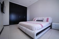 Bed Room 1 - 28 square meters of property in Six Fountains Estate