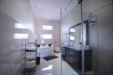 Bathroom 3+ - 15 square meters of property in Six Fountains Estate