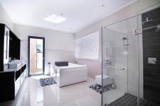Main Bathroom - 26 square meters of property in Six Fountains Estate