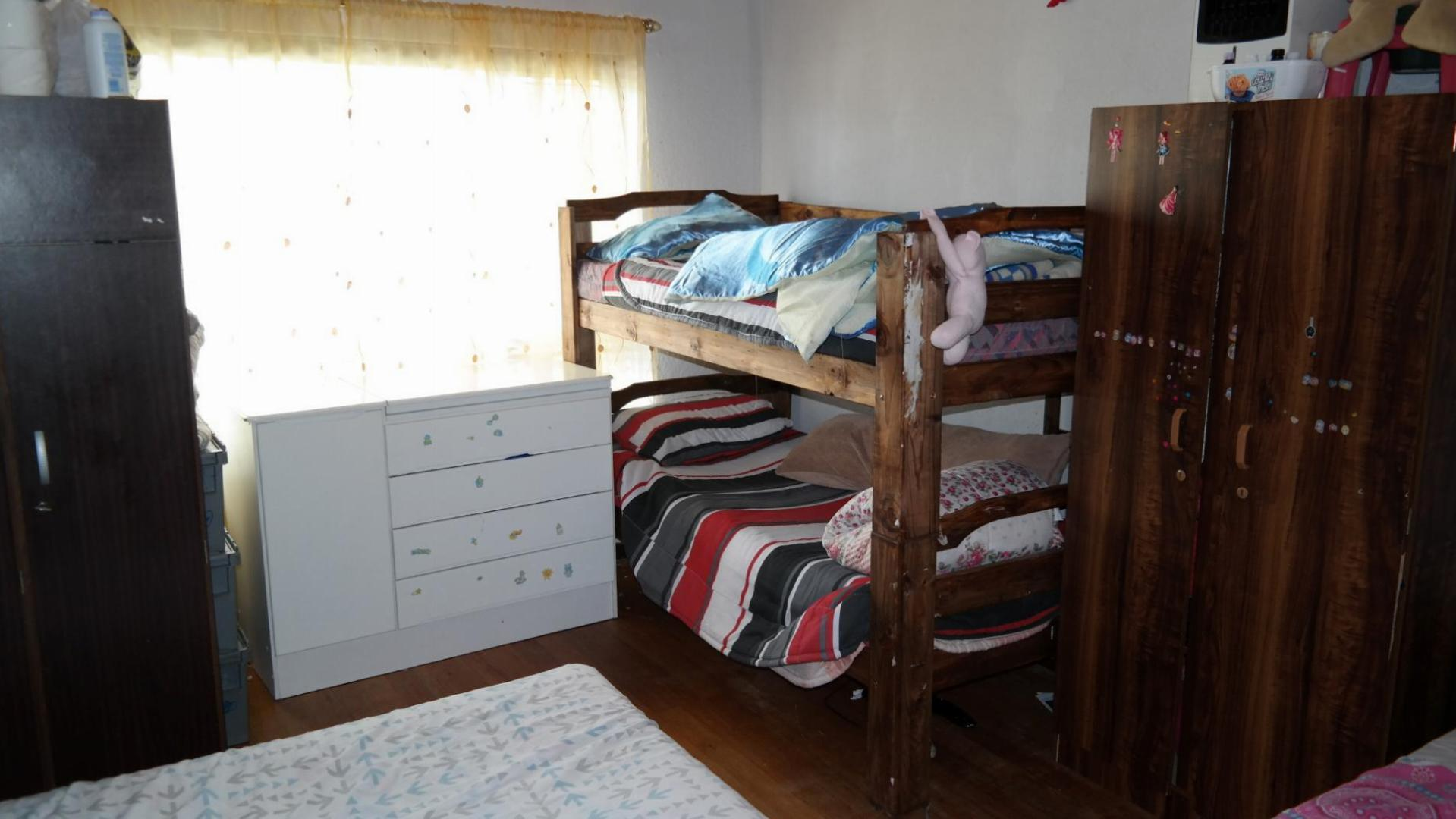 Bed Room 1 - 30 square meters of property in Parow Central