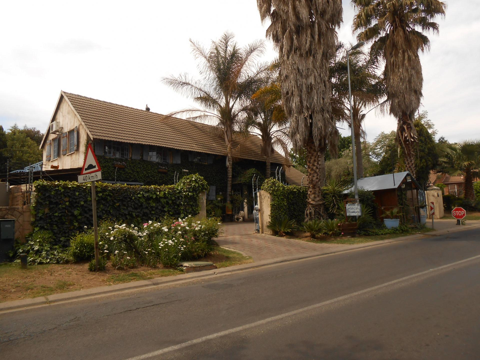 Front View of property in Sunninghill