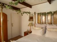 Main Bedroom - 29 square meters of property in Sunninghill