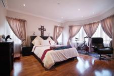 Main Bedroom - 43 square meters of property in Olympus Country Estate