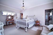 Main Bedroom - 35 square meters of property in Olympus Country Estate