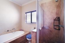 Bathroom 3+ - 5 square meters of property in Willow Acres Estate