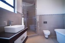 Bathroom 3+ - 25 square meters of property in Silverwoods Country Estate