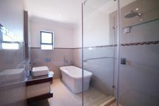 Bathroom 1 - 8 square meters of property in Silverwoods Country Estate