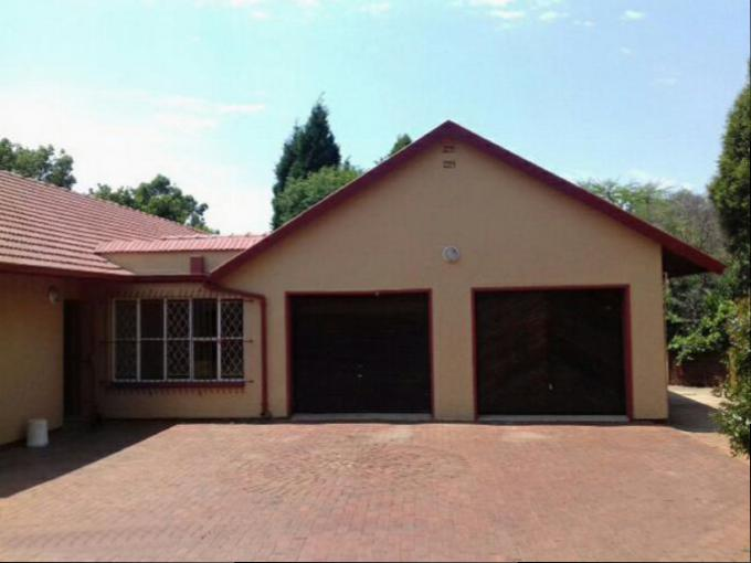 Standard Bank Repossessed 4 Bedroom House for Sale on online auction in Constantia Kloof - MR118299