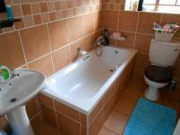 Bathroom 1 - 5 square meters of property in Willow Park Manor