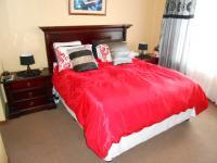 Main Bedroom - 14 square meters of property in Willow Park Manor