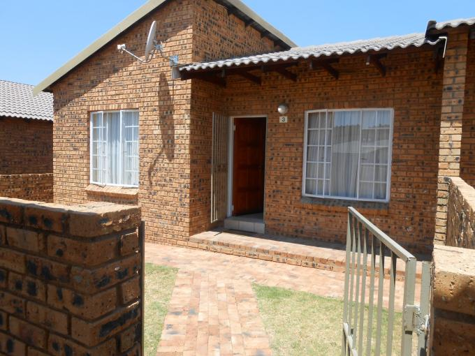 2 Bedroom Simplex for Sale For Sale in Midrand - Private Sale - MR118412