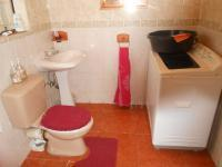 Main Bathroom - 7 square meters of property in Ennerdale