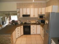 Kitchen - 18 square meters of property in Amanzimtoti