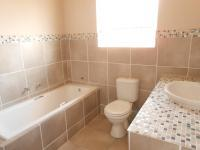 Main Bathroom - 6 square meters of property in Florida Hills