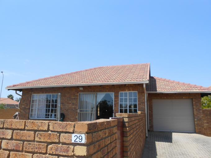 2 Bedroom House For Sale in Rooihuiskraal North - Private Sale - MR118650