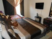 Main Bedroom - 14 square meters of property in Rooihuiskraal North