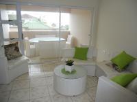 Lounges - 12 square meters of property in Uvongo