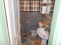 Main Bathroom - 5 square meters of property in Queenswood