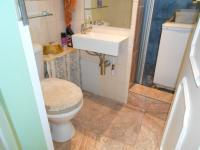 Bathroom 1 - 2 square meters of property in Queenswood