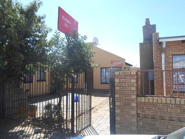 2 Bedroom House For Sale in Thokoza - Home Sell - MR118729