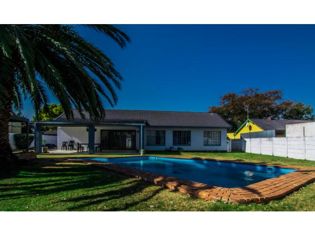 3 Bedroom House for Sale For Sale in Brackendowns - Home Sell - MR118736