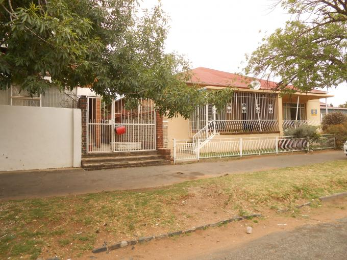 2 Bedroom House For Sale in Kenilworth - JHB - Private Sale - MR118761