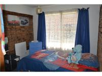 Bed Room 1 - 10 square meters of property in Mindalore