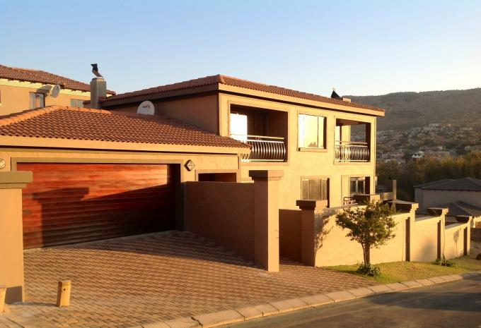4 Bedroom House for Sale For Sale in Ruimsig - Home Sell - MR118795