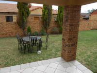 Patio - 10 square meters of property in Equestria