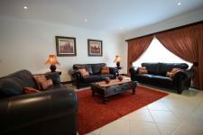 Lounges - 32 square meters of property in The Wilds Estate