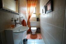 Bathroom 2 - 3 square meters of property in The Wilds Estate