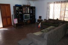 Lounges - 33 square meters of property in Vredelust
