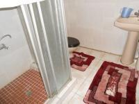 Main Bathroom - 5 square meters of property in Bosmont