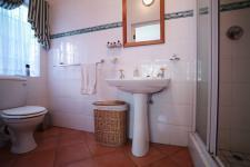 Bathroom 2 - 6 square meters of property in Bailey's Muckleneuk