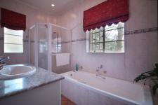 Bathroom 1 - 2 square meters of property in Bailey's Muckleneuk