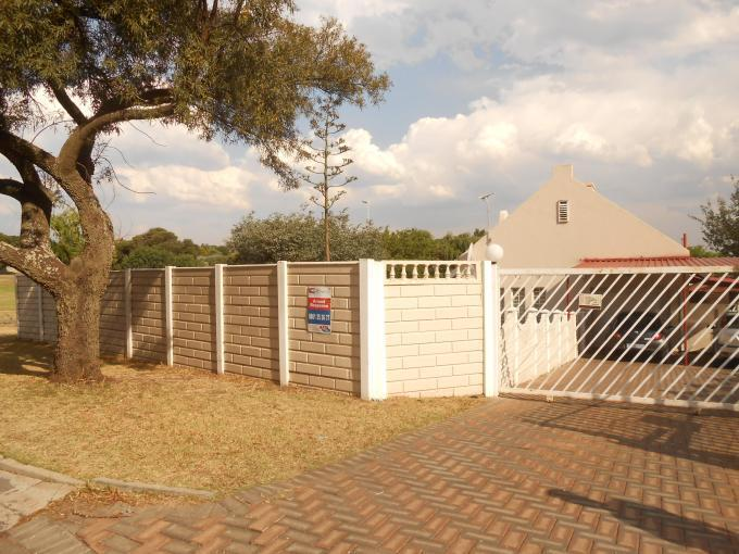 4 Bedroom House for Sale For Sale in Roodepoort - Private Sale - MR119060