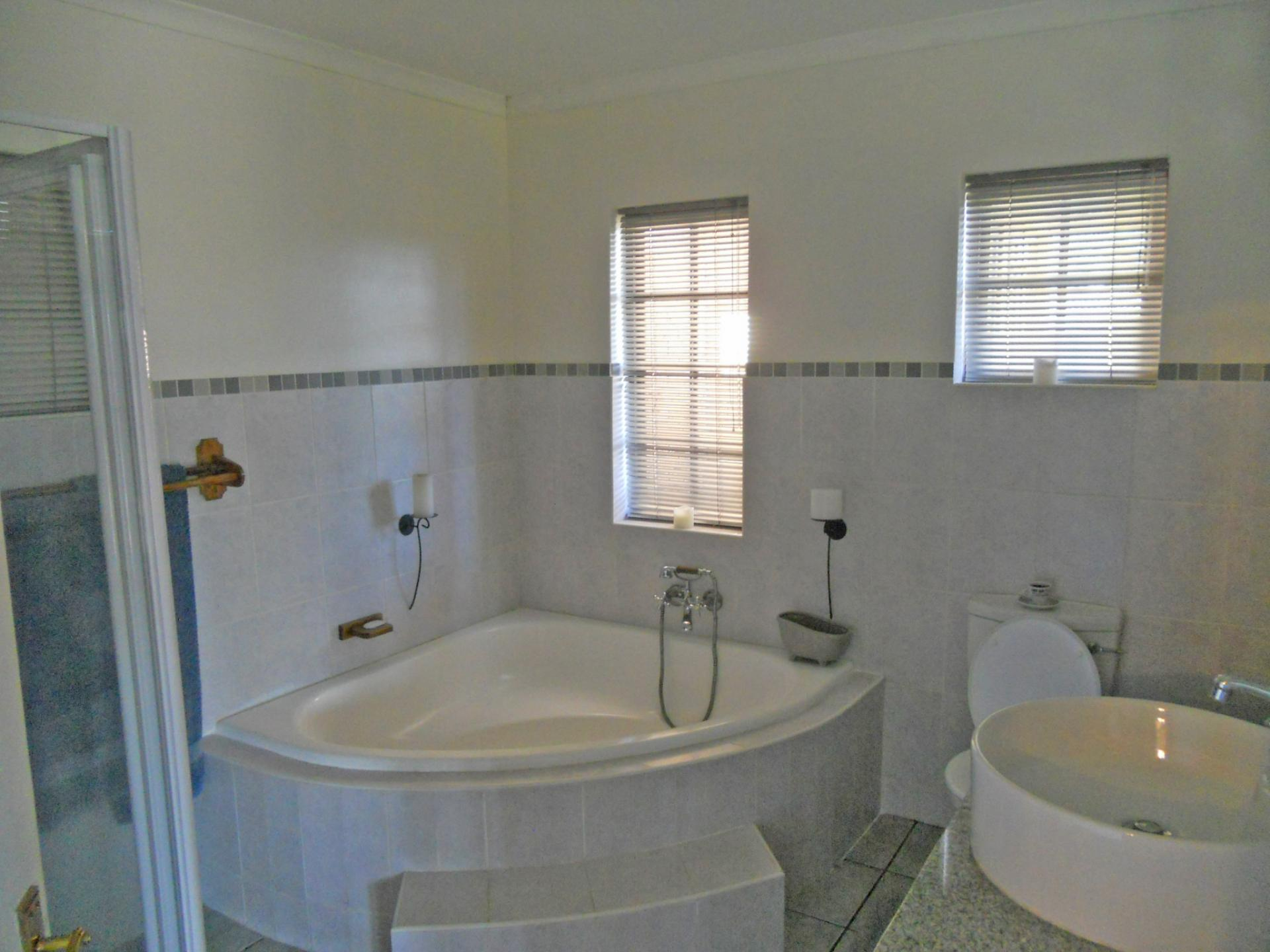Bathroom 3+   20 Square Meters Of Property In Pietermaritzburg (KZN)