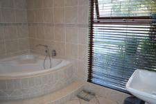 Bathroom 1 - 12 square meters of property in Panorama