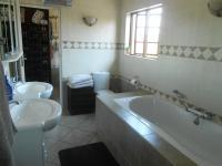 Main Bathroom - 22 square meters of property in Highveld
