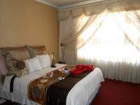Main Bedroom - 16 square meters of property in Crystal Park
