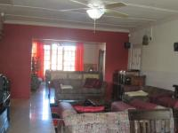 Lounges - 58 square meters of property in Vereeniging