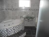 Main Bathroom - 8 square meters of property in Kloof