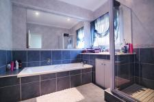 Bathroom 2 - 10 square meters of property in Silver Lakes Golf Estate